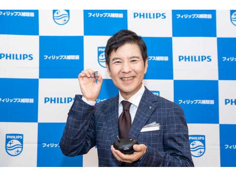 関根勤さんもフィリップスの最新デジタル補聴器の実力に驚いた!AI技術で聞こえの悩みを解消!
