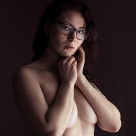 Ter. by Viktor Moravčík - Nudes & Boudoir Artistic Nude ( studio, model, portrait, female, women, low light )