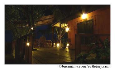 Photo: la terasse du busua inn la nuit http://olivbusua.blogspot.com/