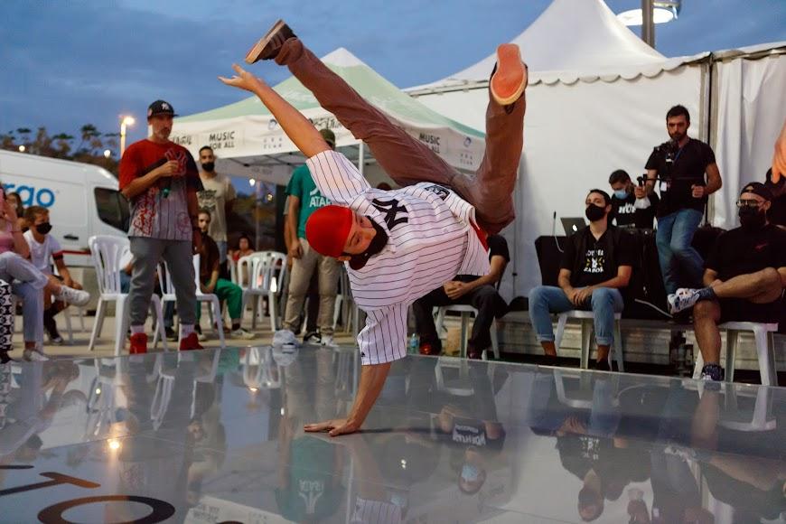 Espectacular exhibición de los chicos y chicas de Breaking Almería.