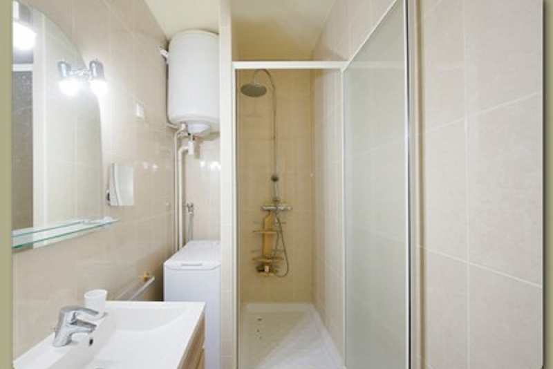 Bathroom at 1 Bedroom Apartment Near Place des Vosges