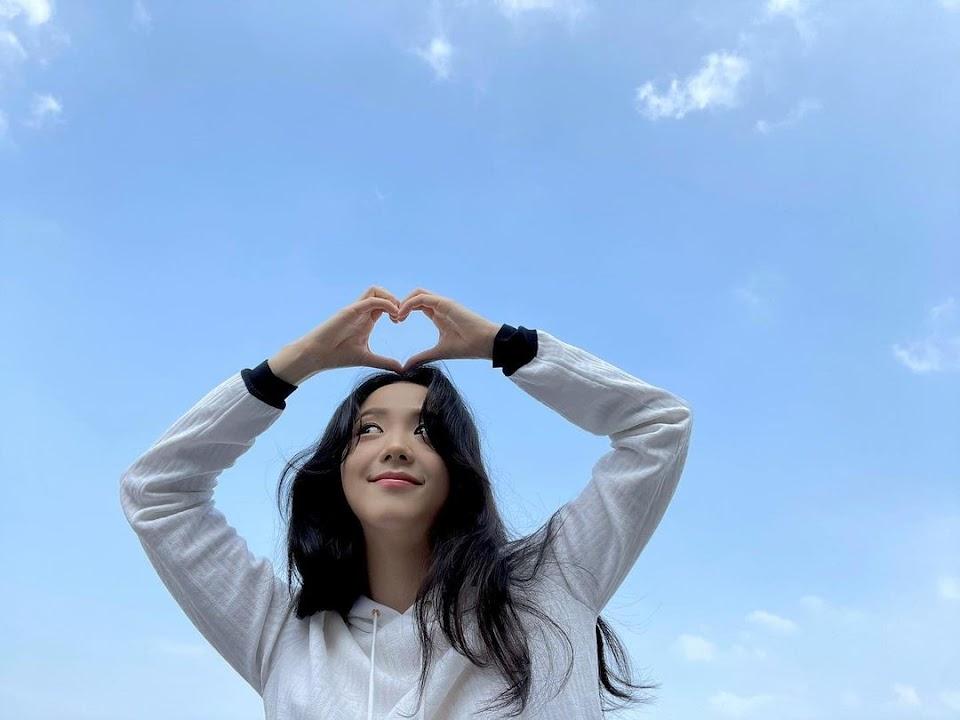 jisoo cloud heart