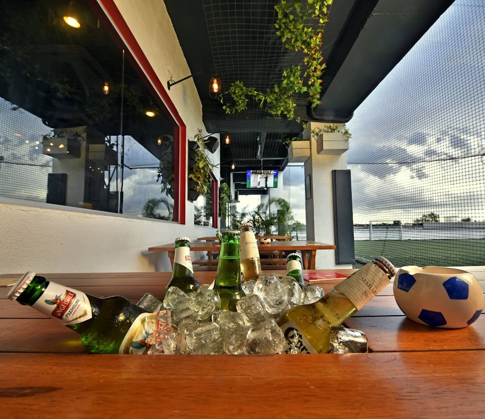 sports-bars-pune-Aufside__Hotfut