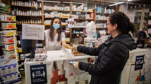 Los profesionales de las farmacias, los más afectados en la tercera ola.