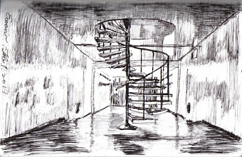 Photo: 旋梯2012.02.01鋼筆 勤務中心二樓的旋梯直通三樓,以前那裡是我們夜勤的寢室,幾年前有位長官說這裡要改成倉庫,於是大家大費周張地把寢具搬走,還動用了雜役拆床切割欄杆才完成,結果沒多久長官又說這裡不當倉庫了,要改日勤寢室,於是同樣的事又做了一次,還真是長官一句話,勞民又傷財呀!