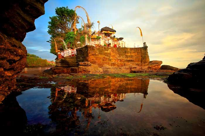 Image result for • Pura tanah lot bali
