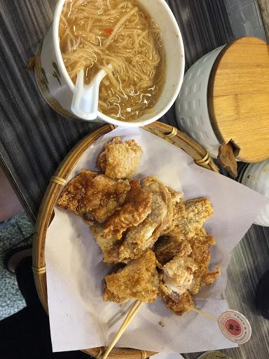 好好吃❤️綜合麵線配辣菜譜再一份秘汁雞排醬汁微甜肉質鮮嫩!棒~~中南部的口味