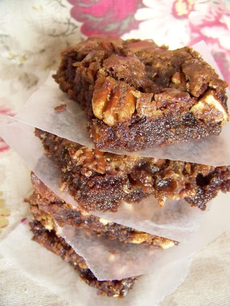Praline Pecan Brownies With Raisins Recipe