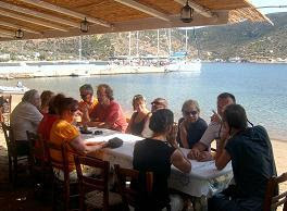 Photo: Palaveri Sifnos-saarella.