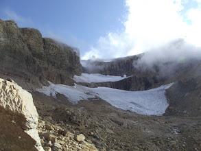 """Photo: Al fons """"El Dedo"""" i la """"Falsa brecha"""" sobre la glacera del Taillón"""