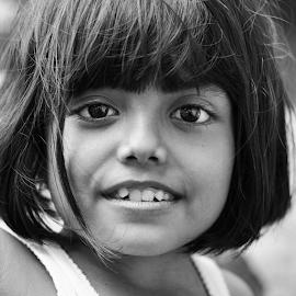 Folos by Ilham Abdi - Babies & Children Child Portraits ( children, black and white, portrait )