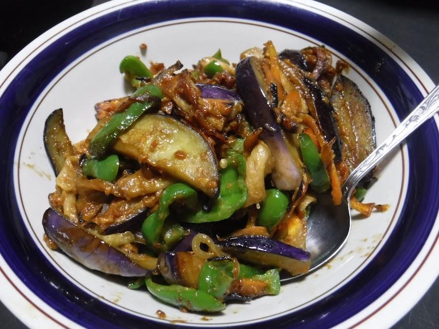 夏野菜の味噌炒め。ナス、ピーマン、人参、玉ねぎ、板麩