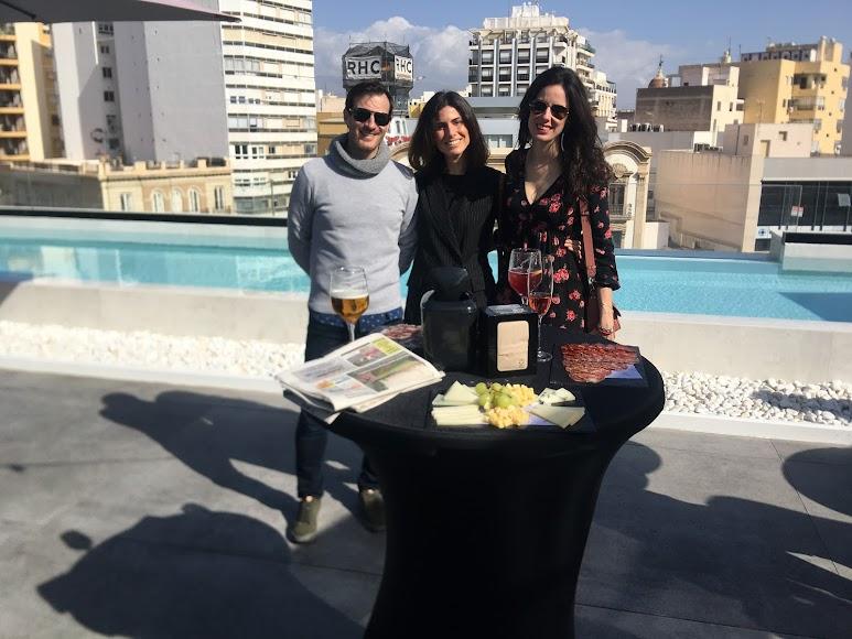 jocafri centro de hostelería profesional con asesoramiento perfecto en maquinaria de hostelería y menaje profesional, Rocío y Ana Cámara junto a JM Vizcaíno CM2000