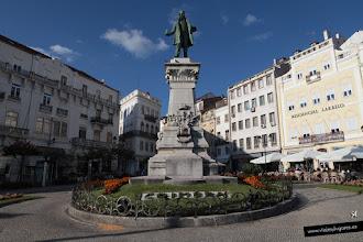 Photo: 2: ... toca reestructurarse... bueno, estamos en la Plaza con el Monumento a Joaquim António de Aguiar, un importante político portugués del s. XIX.