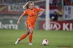 """? ? """"Dat wordt een grote poppenkast"""": Kika Van Es is terug bij de Oranje Leeuwinnen, vele fans op open training"""
