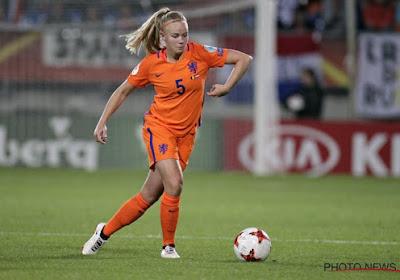 """📷 🎥 """"Dat wordt een grote poppenkast"""": Kika Van Es is terug bij de Oranje Leeuwinnen, vele fans op open training"""