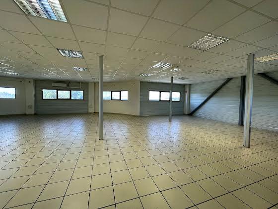 Location divers 3 pièces 194 m2