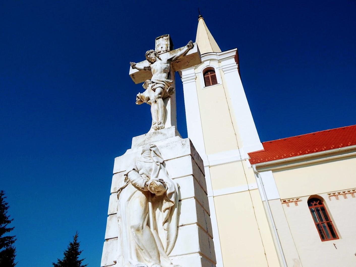Bő - temetői kereszt a templom mellett