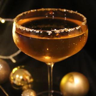 Golden Bauble Cocktail : Prosecco, Amaretto & Glitter.