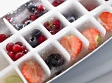 Cold & Refreshing Honey Lemonade with Frozen Fruit Cubes