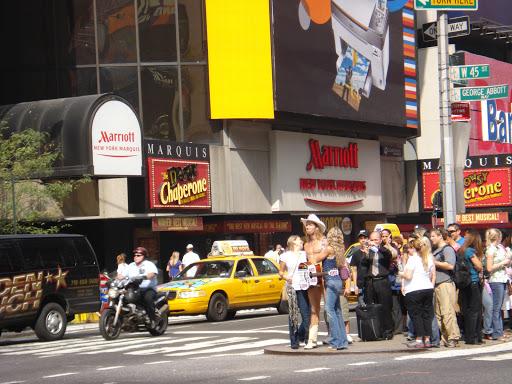 Голый ковбой в Манхетене