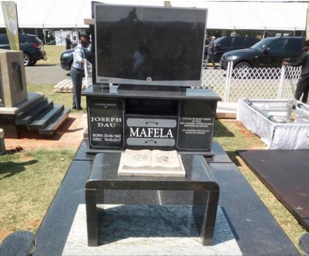 Mandela Memorial >> Remembering the departed with extravagant tombstones