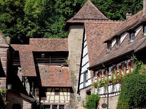 Photo: Kloster Maulbronn: Blick zur Klostermauer mit Wehrgang.