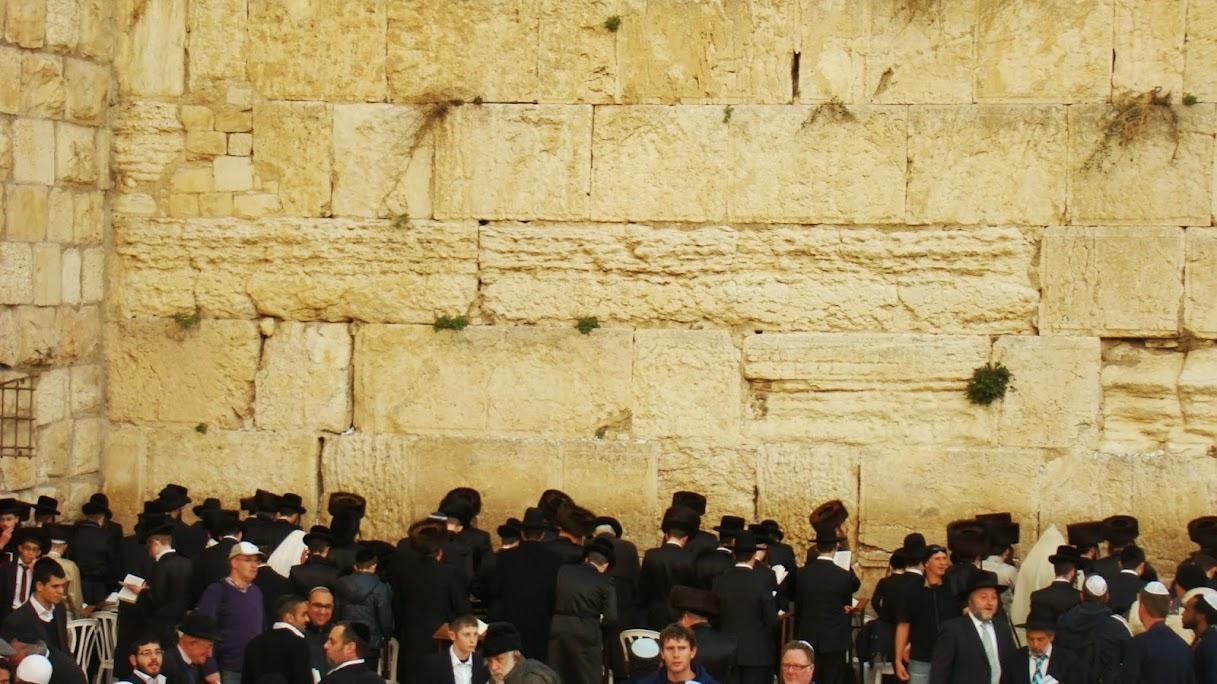 Muro de las Lamentaciones antes del ocaso del viernes, comienzo del Sabbath