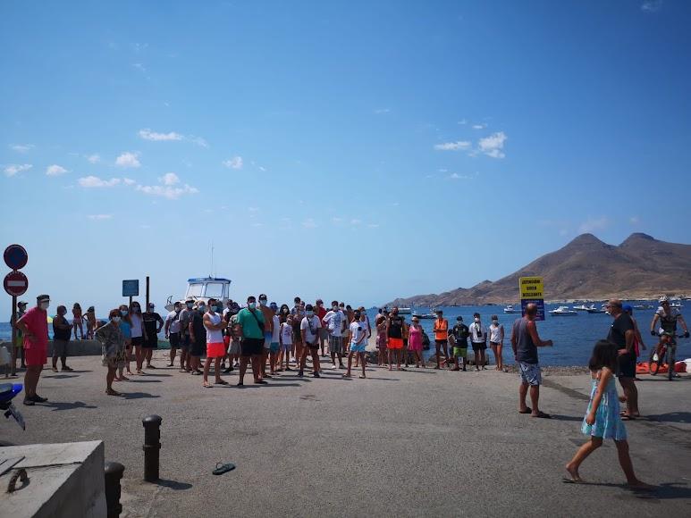 La proliferación de motos acuáticas en la Isleta del Moro preocupa a los vecinos.