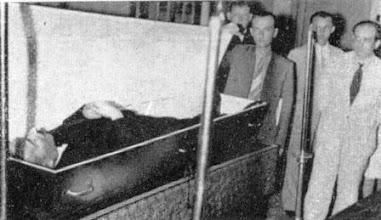 Photo: Enterro do escritor austríaco, falecido em sua casa em Petrópolis, Stefan Zweig. Foto de 1941. Coleção do Museu Imperial