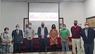 Autoridades y responsables de la iniciativa durante la presentación de VeraOnline.