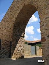Photo: Y otra vez el arco, con parte de la cancilla de acceso al campanario (26 de Mayo de 2005)