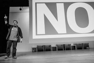 Photo: Mauricio, conocido nocturno, a favor de estar en contra de la rebeldía, es decir, en contra de estar a favor del no... digo, del sí... bueno... ya...