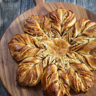 Spiced Apple Star Bread – #BreadBakers