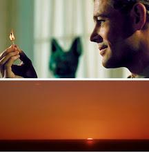 """Photo: O famoso plano do """"palito de fósforo"""" que antecede o corte para o sol nascente no deserto. Este corte foi uma ideia que o próprio David Lean teve na sala de edição quando montava o filme com a editora Anne V. Coates."""