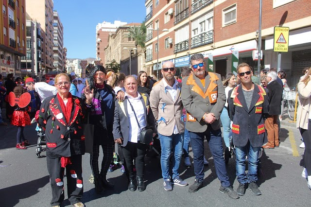Los integrantes del Cuarteto de los Bisbales 'En pleno carnaval' durante el desfile.