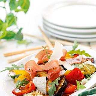 Gebratenes Gemüse mit Parmaschinken und Parmesan