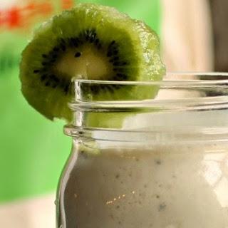 Kiwi Banana Smoothie and My New Kiwi Love