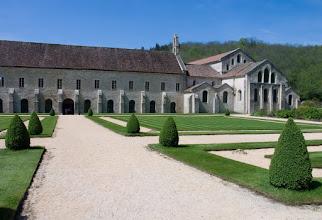 Photo: Abbaye de Fontenay - Eglise et Batiments