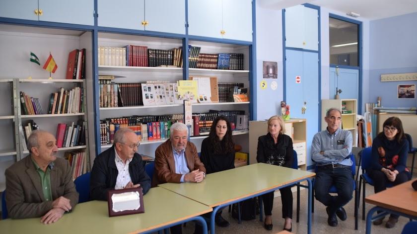 El legado de Berrogui: El chef navarro lega sus libros al IES Almeraya