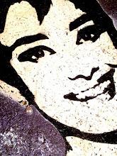 Photo: 25 marzo 1954 – Audrey Hepburn premiata con L'Oscar come migliore attrice in Vacanze romane (primo piano)  30x30cm  Soggetto realizzato con stencil fatto a mano, colori acrilici spray, strass di resina su sughero.  Subject made with handmade stencil with spray acrylic colours, resin strass on cork.  DISPONIBILE  Per informazioni e prezzi: manualedelrisveglio@gmail.com