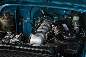 Photo: F engine with 2F valve cover