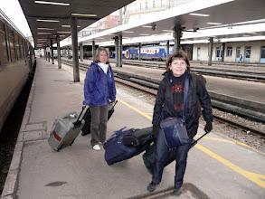 Photo: Vendredi 22 janvier, 9 heures, gare Saint-Lazare  Monique  et Claudine