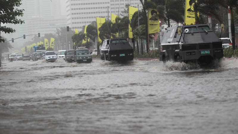 Photo: 20120801 Heavy rains in Metro Manila caused Roxas Boulevard to be flooded early morning of Wednesday. Photo by RemZamora