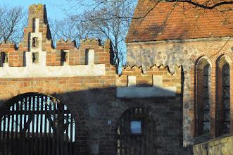 Photo: Eingang zum Kirchhof in Cammin bei Rostock