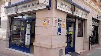Fachada de la administración de lotería María Victoria, en Huércal-Overa.