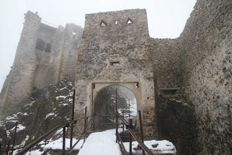 Photo: Pekne obnovená hradná brána, už chýba iba ten padací most