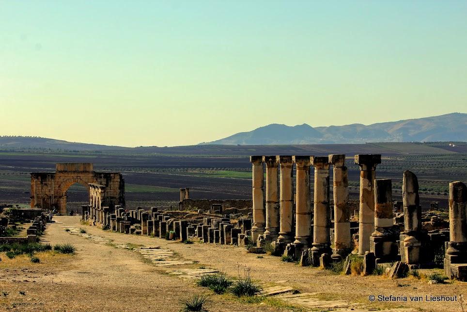 Decumanus Maximus Romeinse ruïnes bij Meknes Marokko