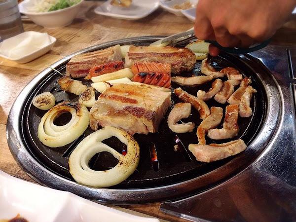 讚呀!正宗韓式烤肉。高雄巨蛋捷運美食之韓國人老闆開的美味韓式烤肉
