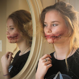 by Lena Arkell - Uncategorized All Uncategorized ( makeup, special, halloween, effects, bleeding, mouth, special effects, scary, blood )